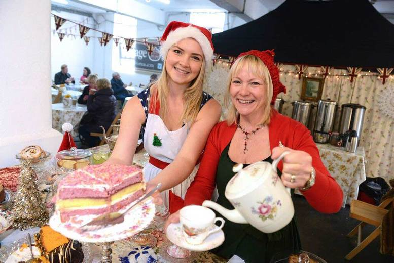 Manchester: Xmas Foodies Festival Tkt for 1 or 2, Tatton Park – VIP Upgrade! from £6
