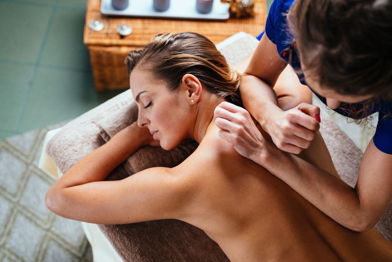 Sheffield: 1hr Therapeutic Massage @ Physiotherapy Sheffield for £18