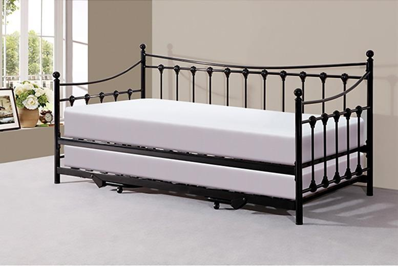 Chateaux Day Bed & Trundle