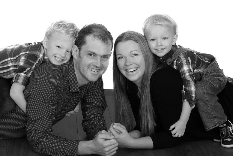 "£9 for a family photoshoot for up to eight people plus one 10"" x 8"" and two 7"" x 5"" mounted prints at Picture Perfect by Mario, Birchington - save up to 87%"