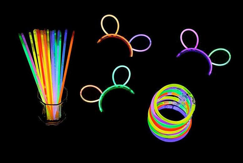 100 Glow Stick Bracelets for £5.99