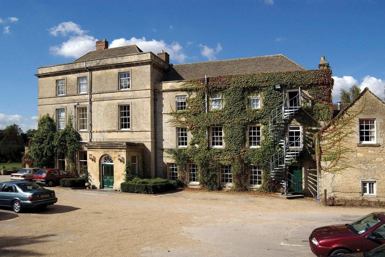 Cotswolds Stay, Dinner, Prosecco and Breakfast for 2