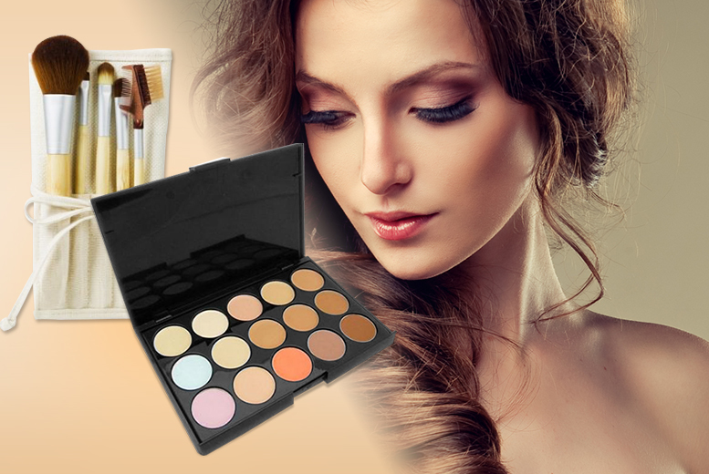 £5 instead of £29.99 (from Quick Style) for a facial contouring palette, £10 to include a five-piece bamboo eye makeup brush set and travel case - save up to 83%