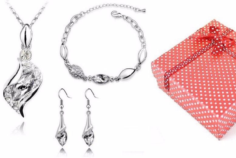 £10 instead of £115.99 for a necklace, bracelet and earrings set from Chic Fashions - choose from eight different colours and save 91%