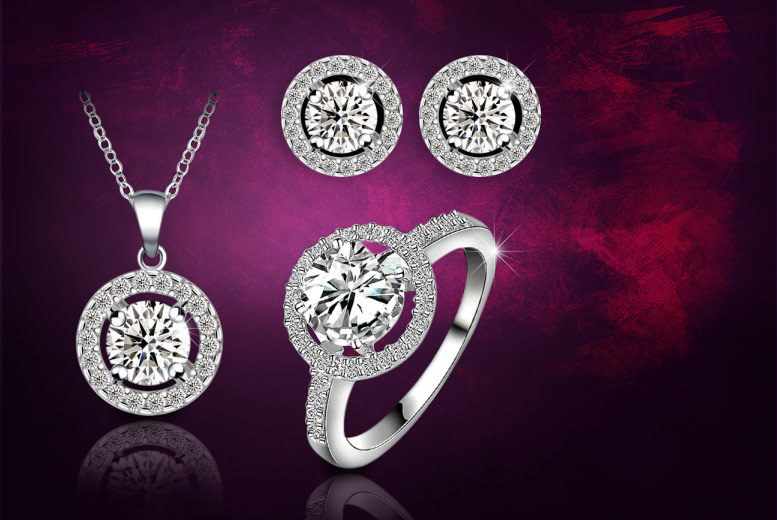 £12 instead of £189.99 (from Fakurma) for an 18k white gold-plated halo tri set made with Swarovski Elements - save 94%