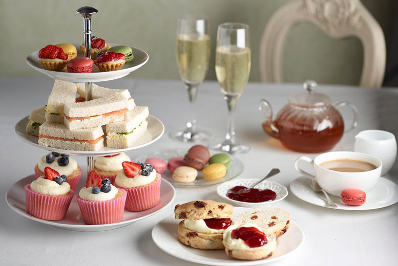 £10 instead of £19.99 for sparkling afternoon tea for two people, £18 for four people at the Sherlock Holmes Tearoom, Edinburgh - save up to 50%