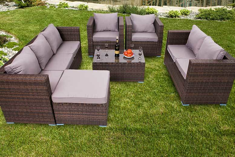£499 instead of £970 (from Dreams Outdoors) for an eight-seater rattan garden set - choose from three colours and save 49%
