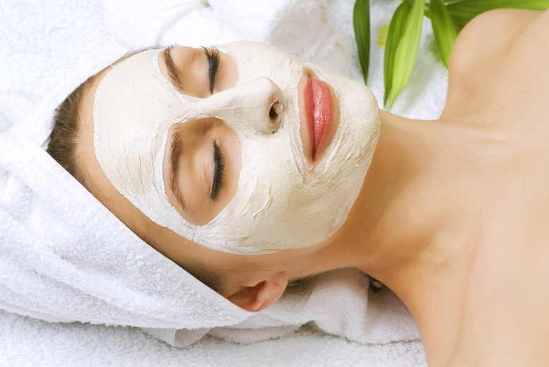 £24 for an acne-targeted dermisonic facial, a choice of beauty product and a glass of bubbly at Forever Flawless, Edinburgh city centre