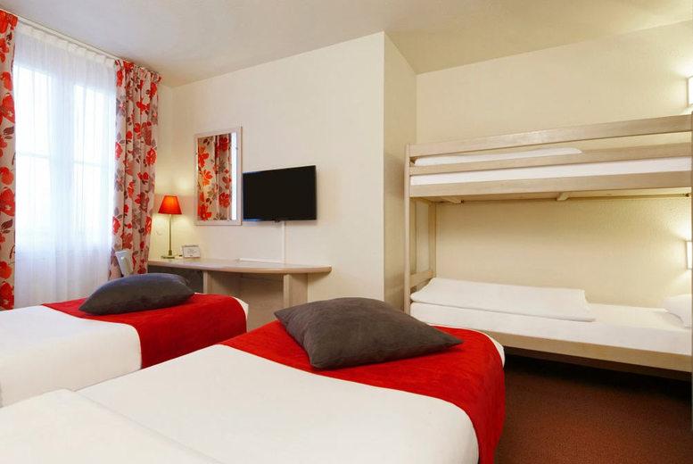 2nt disneyland paris voucher and return flights family for Deal hotel paris