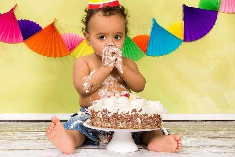 """£9 for a 'cake smash' baby photoshoot including three 7"""" x 5"""" prints from Pictures Forever, Newcastle"""