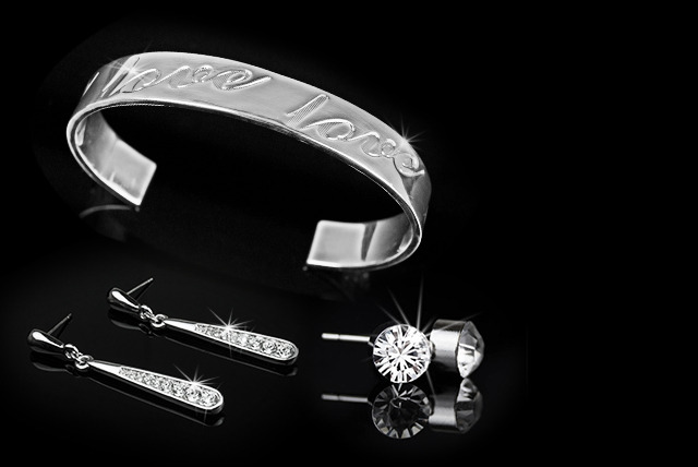 £6.99 instead of £39 (from Aspire) for a silver-plated love quote bangle, £10 inc. stud earrings or £14 inc. drop earrings - save up to 82%