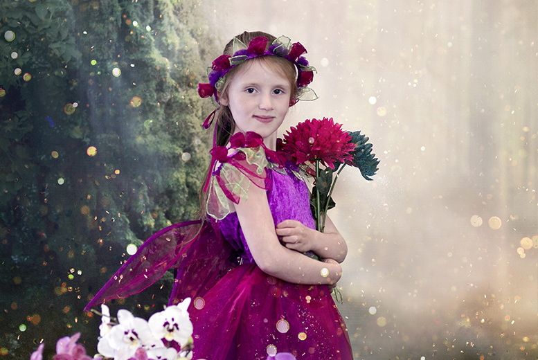 £9 instead of up to £106 for a one-hour elf and fairy photoshoot for up to four children including a keyring and two prints at Studio O & A, Glasgow - save up to 92%