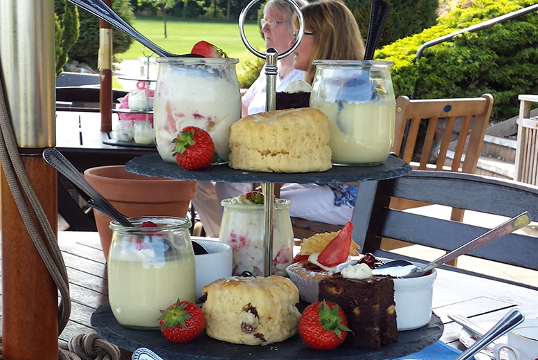 £12 for a traditional afternoon tea for two people at Hinckley Golf Club
