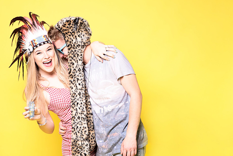 £9 for a couples' photoshoot including hair styling, makeup and facial each, plus a print and 'unlimited' bubbly at The Factory Covent Garden - save up to 98%