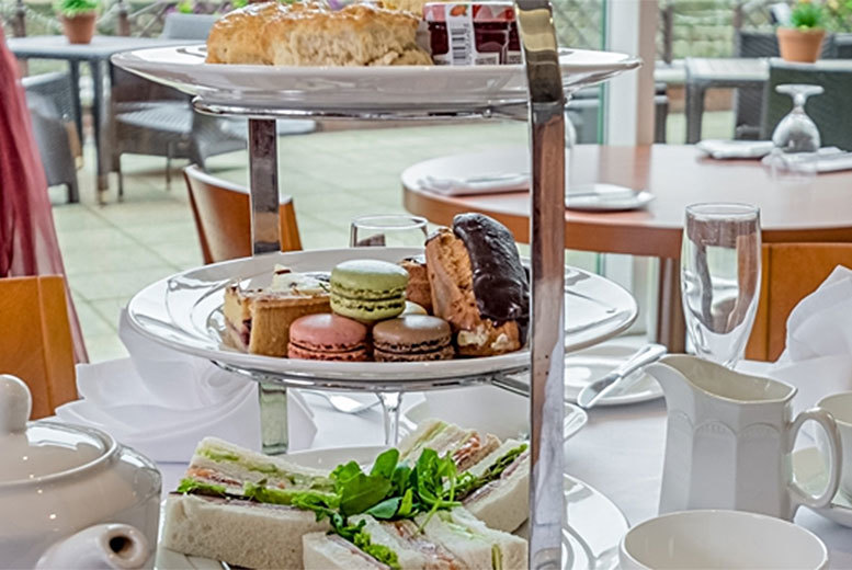 £19 instead of £37.40 for a sparkling afternoon tea for two people at The Quays Restaurant at The Hilton Sheffield - save 49%