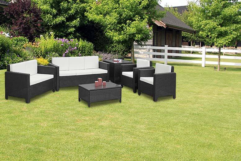 £299 instead of £769.01 (from Furniture Italia) for a six-piece large rattan garden furniture set - save 61%