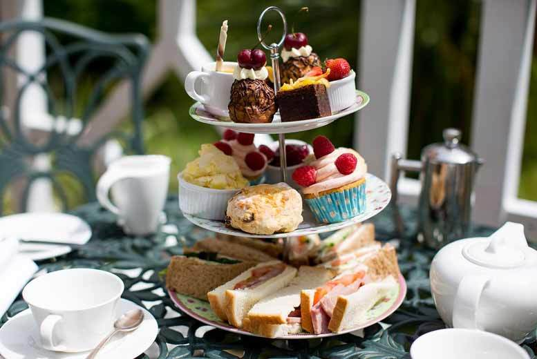 £19 instead of £33.90 for an al fresco Prosecco afternoon tea for two at Lynwood Restaurant in The Ainscow Hotel, Spinningfields - save 44%