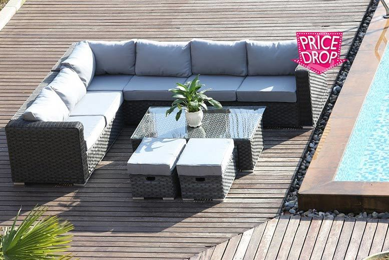 £479 instead of £970.00 (from Dreams Outdoors) for an 8-seater Yakoe Papaver rattan corner sofa - save 51%