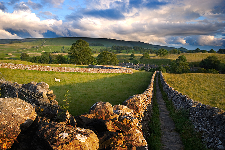 £129 for a two-night Yorkshire stay for two people with a two-course dinner, bottle of Prosecco and breakfast each morning at The Black Swan, Fearby - save up to 44%
