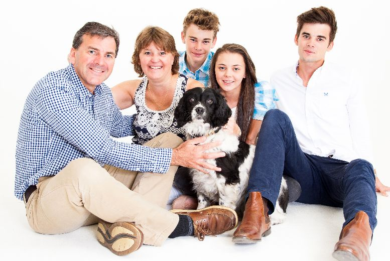 £7 instead of £149.99 for a family photoshoot & prints from The Model Experience - save 95%