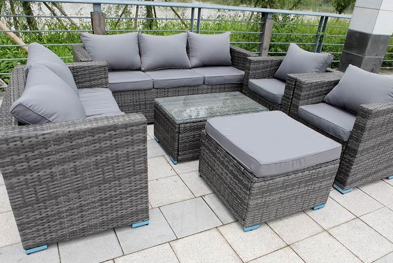 £499 instead of £985 (from Dreams Outdoors) for an eight-seater rattan garden set - choose from three colours and save 49%