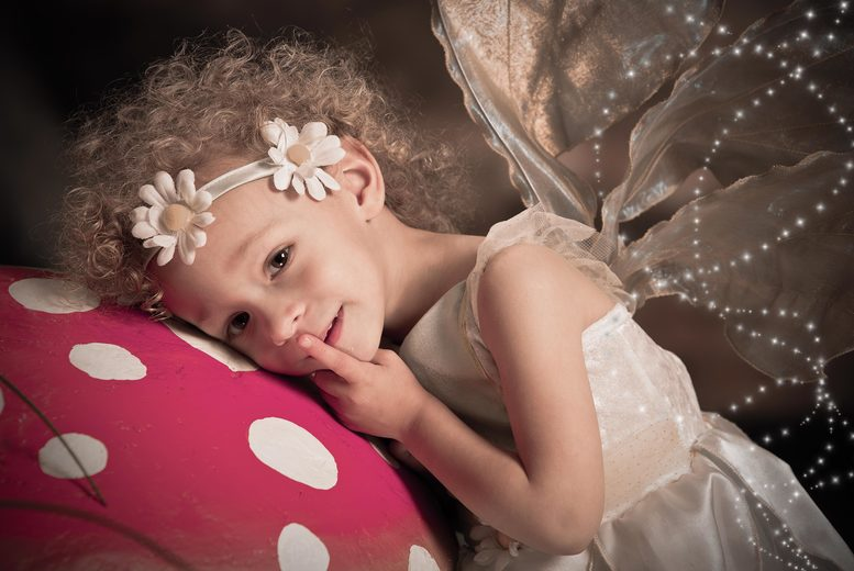 £15 instead of £180 for a fairy and elf photoshoot including two prints and two £50 vouchers at Enchanted By Click - save 92%