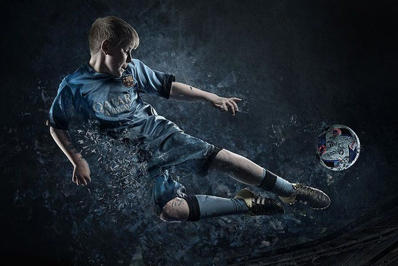 £10 instead of £149 for a fantasy football themed photoshoot for one child including a mug, two keyrings and prints at Pop Photography, Derby city centre - save 93%