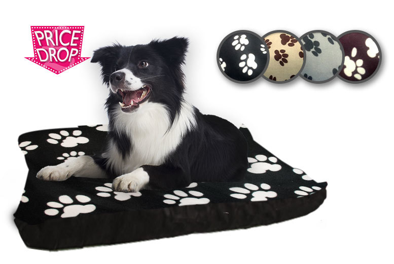 """£7.99 instead of £39.99 for a 27"""" x 37"""" fleece dog bed, £15.99 for a 37"""" x 57"""" bed - save up to 80%"""