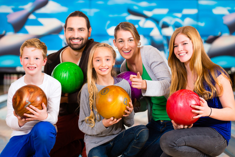Bowling & Soft Drinks for 4 or 6 @ Cosmic Bowl, M&D's Theme Park