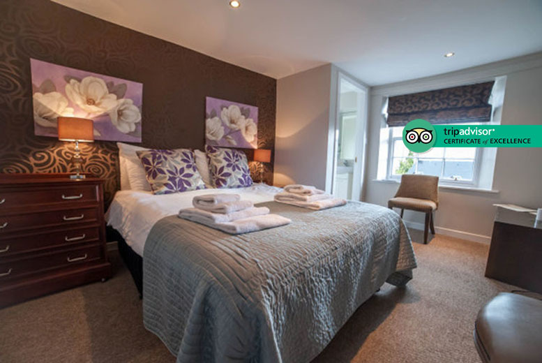 Edinburgh: 1-2nt The Inn at Kippen Stay, 2-Course Dining & Bottle of Wine for 2 from £79