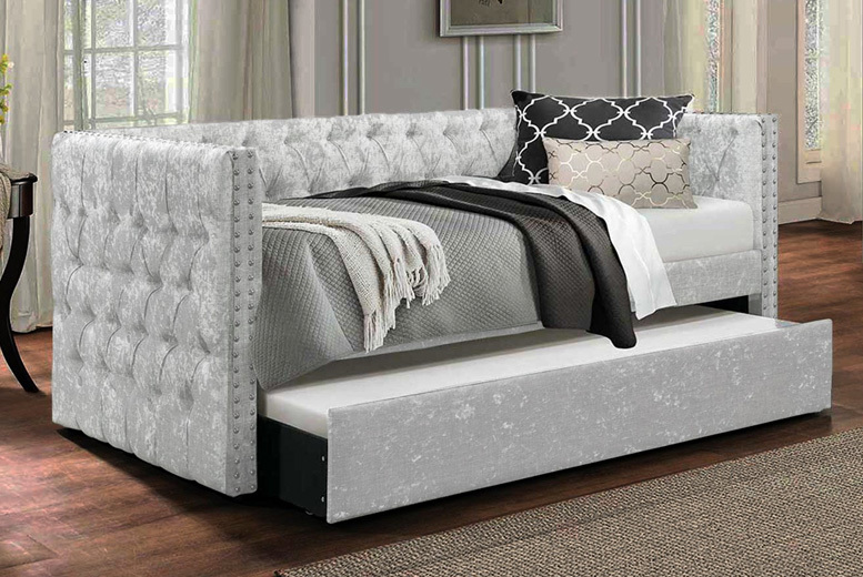 Pompous Chesterfield Daybed w/ Mattress Option – 3 Colours! from £310