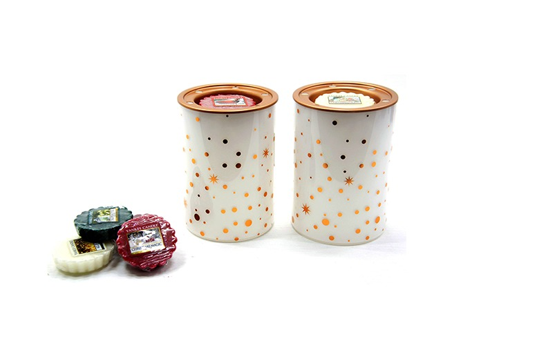 2 Yankee Candle Christmas Melt Warmers & 6 Festive Melts for £12.99