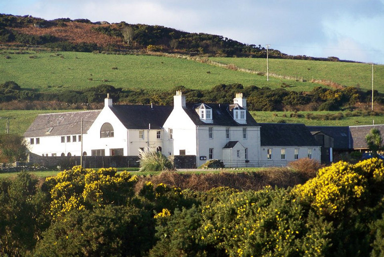 Glasgow: 1-3nt Isle of Gigha Stay, Breakfast & 2-Course Dining for 2 from £69
