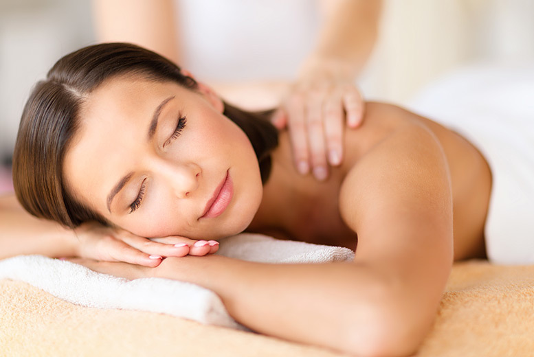 Edinburgh: 75min Winter Warmer Pamper Package & Hot Chocolate – 2 Locations! from £19