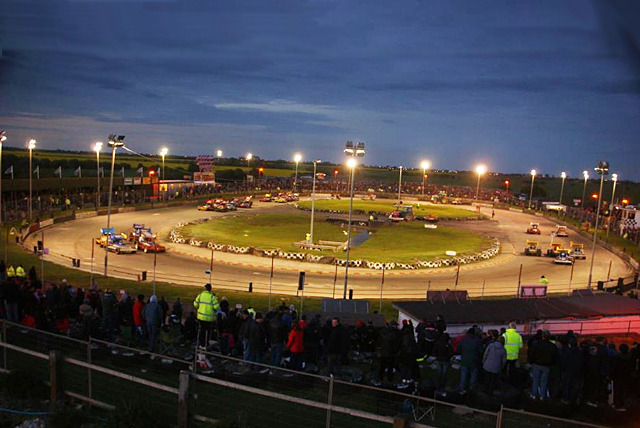 £14 for 2 tickets to Skegness Stadium on the 3rd Nov, or £18 for a family ticket – watch stock cars, caravans + fireworks and save up to 36%