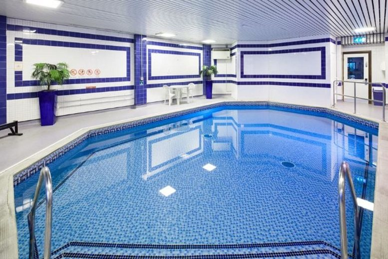 Edinburgh: 1-2nt Mercure Livingston Spa Stay & Wine – 3-Course Dining Option! from £65